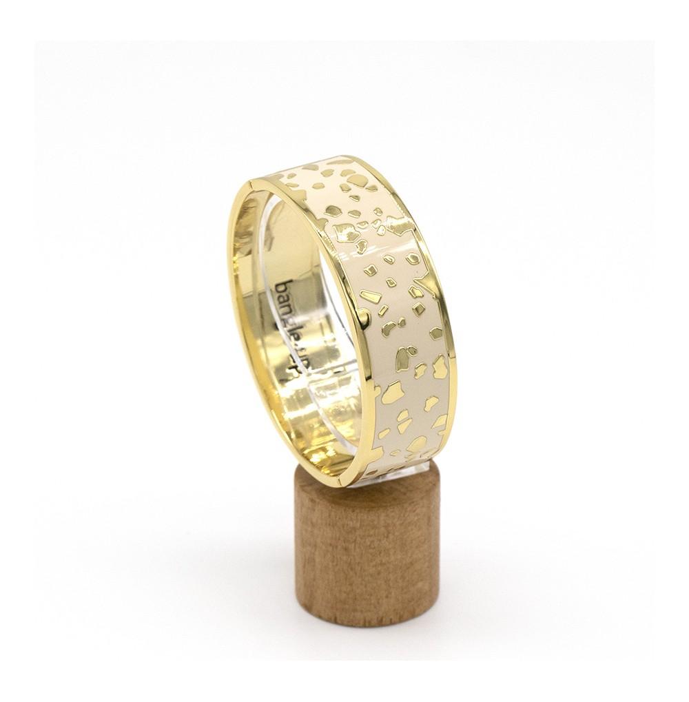 Bracelet à fermoir ornementé de pépites en métal doré et éma